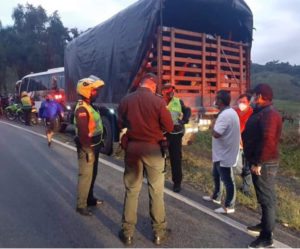 En Santana encuentran 300 venezolanos escondidos en camiones