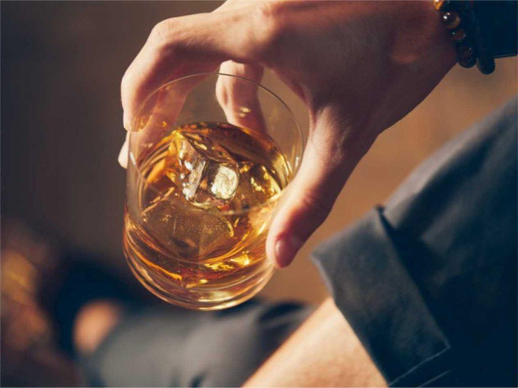 Consumo de alcohol, un problema que aumenta en época de fin de año y trae consecuencias para la salud